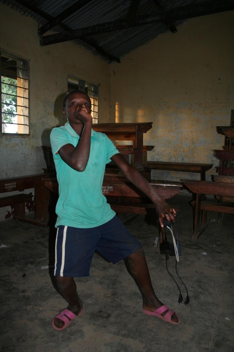 Ich würde gerne mit Rappen mein Geld verdienen. Dann könnte ich auch meine Mutter und meinen Bruder nach Uganda holen. Das Foto hat Bonde gemacht.