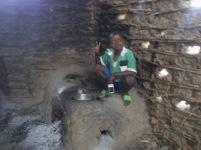 Diyeme sitzt auf unserem Kochfeld