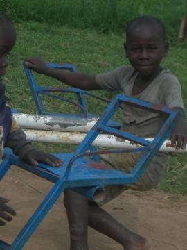 """Ein Nachbar von uns auf dem Spielplatz von """"Save the children"""""""