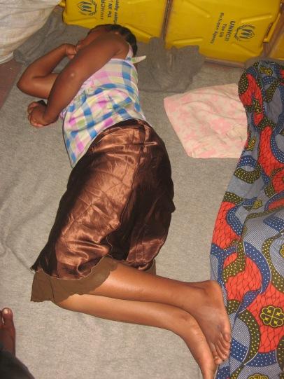Zwischen meinen beiden Schwestern schlafe ich