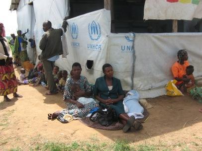 Neue Flüchtlinge warten auf ihre Registrierung