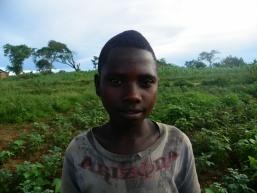 Eine Junge, der beim Fotoprojekt aufgetaucht ist