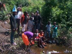 Unsere Fotogruppe bei einem Ausflug zu einem Fluss