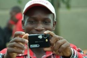 Eric Mubalama mag seine Kamera