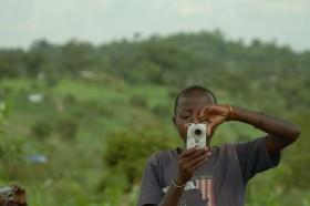 Emmanuel probiert ein Hochkantfoto