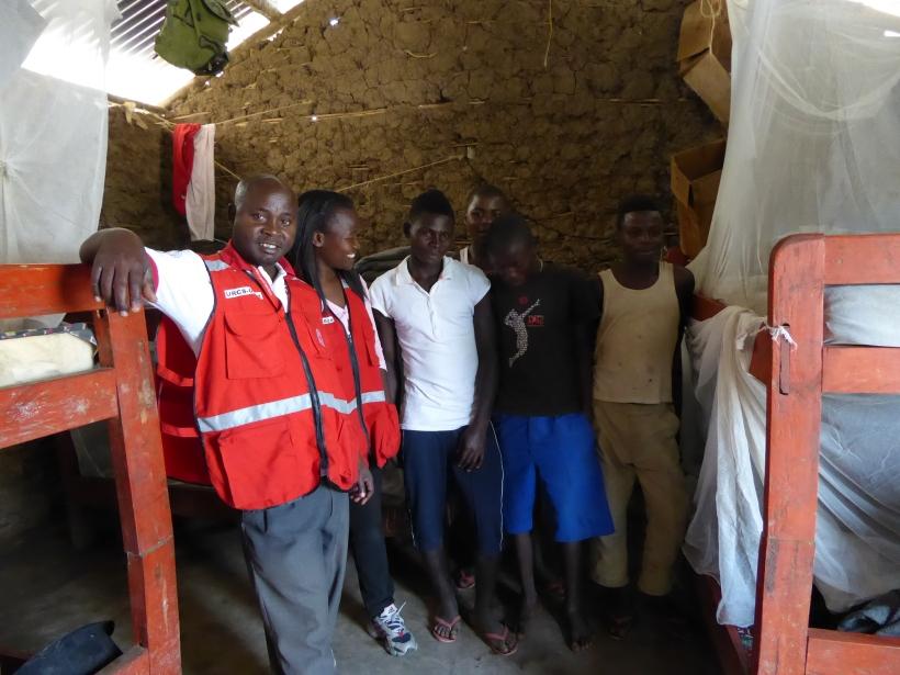 Tusiime Selvano und Rubinah bei den fast volljährigen Flüchtlingen