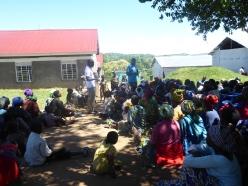 Neue Flüchtlinge bekommen erklärt, wie Rwamwanja funktioniert