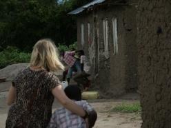 Meret besucht die minderjährigen unbegleiteten Flüchtlinge